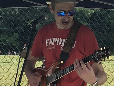 Chitarrista con strumentazione professionale e vasta esperienza per cover band